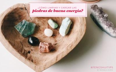 Limpiar y cargar las piedras de buena energía.
